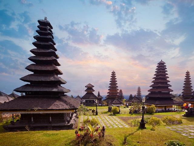 Bali với những ngôi đền chênh vênh linh thiêng